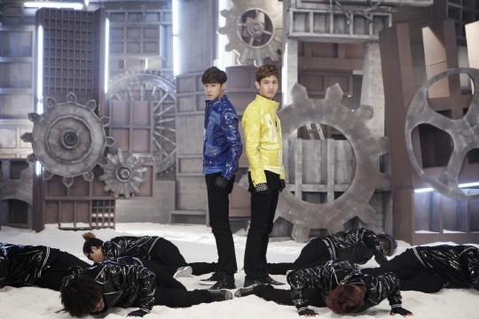 43345-tvxq-reveals-humanoids-mv-powerful-performance